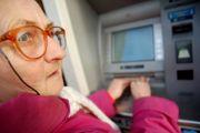 Femeile sunt dezavantajate de concediile medicale! O treime din salarii nu depasesc 800 de lei!