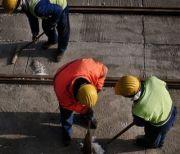 1,5 milioane de angajati sunt platiti, in acte, cu salarii mai mici de 720 de lei