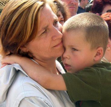 Statul garanteaza jobul mamelor doar un an. Rezultatul: a crescut cererea de bone!