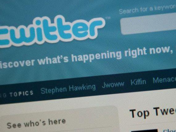 Facebook si Google se bat pentru Twitter! Compania a fost evaluata la 10 miliarde de dolari!