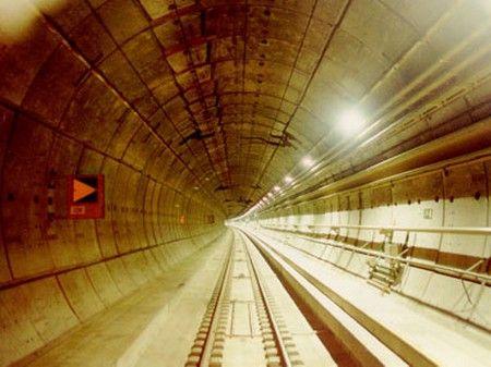 [Imagine: cele-mai-spectaculoase-tuneluri-din-lume.jpg]