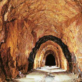 [Imagine: cele-mai-spectaculoase-tuneluri-din-lume_13.jpg]