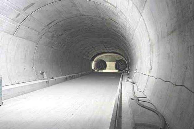 [Imagine: cele-mai-spectaculoase-tuneluri-din-lume_4.jpg]