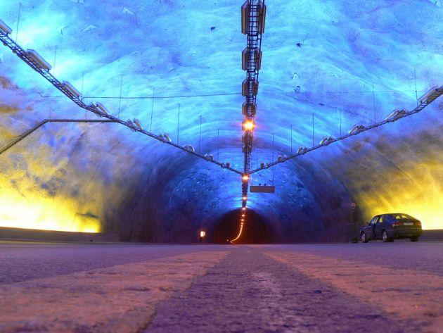 [Imagine: cele-mai-spectaculoase-tuneluri-din-lume_7.jpg]
