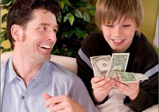 Opt sfaturi pentru a creste un copil cu bani putini
