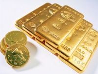 Ajuns la maxime istorice, aurul se vinde cu kilogramul. Cine a cumparat la inceputul lunii are un castig de 9%