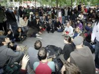 """Dr. Doom"" si primarul New York-ului au avut dreptate: criza economica duce la revolte de strada. Sute de americani vor sa ocupe Wall Street FOTO"