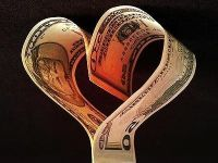 Pierderea banilor, asociata cu durerea de a-si pierde apropiatii. Romanii in 2011: avari si neincrezatori in banci