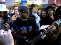 """Material Girl"", un protest (cu) cantec pe Wall Street. Video"
