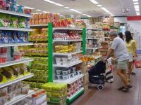 Romanii au strans punga in 2011. Peste 70% au consumat mai putin sau au cumparat produse mai ieftine