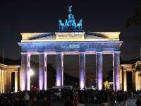 """Grecii si spaniolii nu vor de la Germania doar bani, ci si joburi. Somerii de la """"periferia"""" zonei euro bat la poarta Berlinului, pentru locuri de munca"""