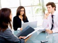 Companiile cauta directori cu salarii de la 2.000 de euro la 10.000 de euro. In ce domenii se fac cele mai multe angajari