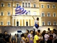 Inspectorii UE si reprezentantii FMI, contestati la Atena de mii de demonstranti