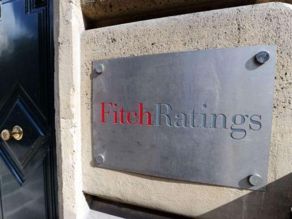 Fitch atrage atentia Romaniei. Caderea Guvernului a sporit incertitudinile, politicile populiste ar pune presiune pe rating