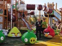 Fenomenul vitual, care a innebunit 12 mil. de utilizatori, devine parc de distractii. In ce tara se deschide Taramul Angry Birds VIDEO