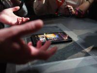 Dupa tableta, lanseaza si un smartphone. Compania care vrea sa ingenuncheze Apple si Samsung mai face un pas in lupta cu rivalii