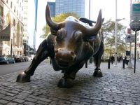 """""""Minciuna si ilegalitatile, necesare in lume finantelor"""". Un sfert dintre cei care invart banii pe Wall Street sau in City confirma"""