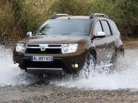 Renault vrea sa cucereasca Africa. Dacia se ia la intrecere cu magarii si camilele pe soselele continentului negru