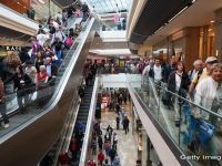 Romanii se pregatesc sa-si cheltuiasca banii de Black Friday. Peste 2,4 milioane vor sa faca achizitii vineri