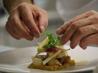 Bucatarii prefera sa cumpere de pe piata locala, in loc sa importe. Trendurile anului 2013 in materie de gastronomie