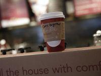 Cafea gratuita pentru fiecare pasager somnoros. Cum isi castiga publicitarii clientii din aeroporturi