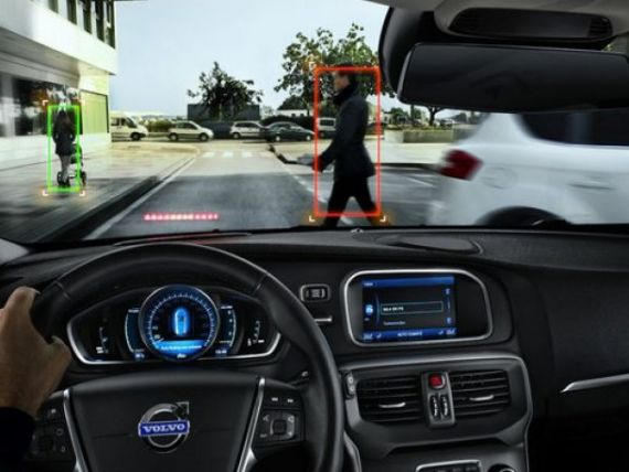 Cea mai sigura masina din lume, prezentata la Detroit. Volvo V40 are airbag pentru pietoni si senzori care impiedica tamponarea