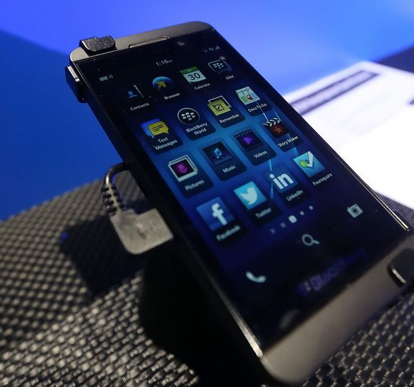 how to connect the blackberry motion to tv