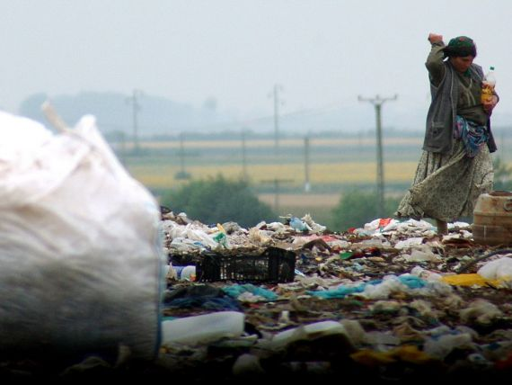 Reportaj The Sun:  Romii traiesc in conditii mizere la groapa de gunoi din Cluj. Vor sa inceapa o noua viata in Marea Britanie