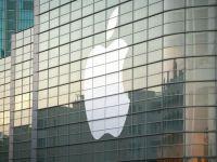 Apple testeaza un ceas inteligent, din sticla curbata in jurul incheieturii mainii