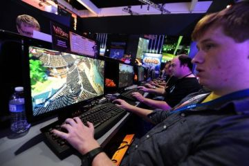Retelele de socializare i-au facut pe romani dependenti de jocurile video. Impatimitii au cheltuit 20 mil. euro pe aplicatii, in 2012