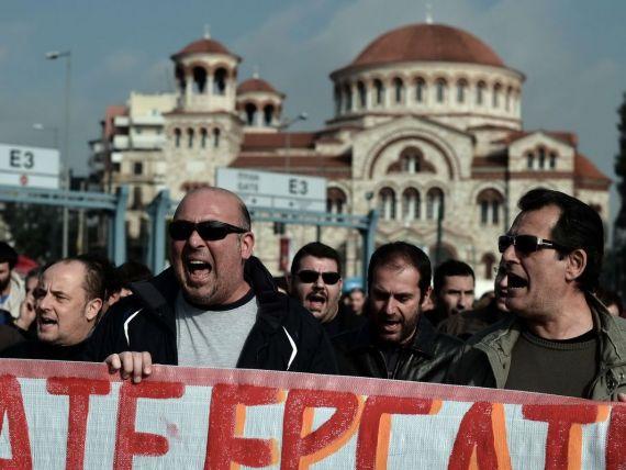 E greva generala in Grecia. Elenii, nemultumiti de costul perfuziei financiare internationale. Restrictii pe traficul aerian