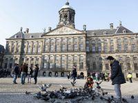Cine vrea sa emigreze in Olanda trebuie sa semneze un contract. Guvernul, preocupat de numarul mare de romani si bulgari care vor ajunge odata cu deschiderea granitelor in 2014