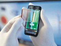 MWC. Folia de 1 euro care incarca smartphone-urile cu energie solara
