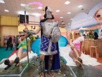 Targul de Turism: Nimfe, personaje mitologice, vacante la un euro si Mazare costumat in gladiator
