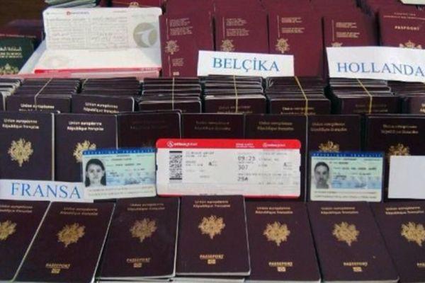 Politia turca a gasit, in cursul unei actiuni impotriva traficantilor de refugiati din Siria, 1050 de acte de identitate false, majoritatea din state UE. Traficantii cereau 15.000 de dolari pentru trecerea garantata in UE. Foto: Twitter
