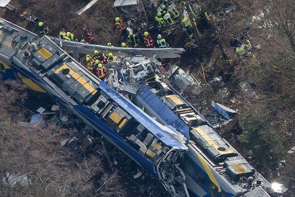 10 persoane au murit si 81 au fost ranite in urma unui grav accident feroviar produs marti in sudul Germaniei. Foto: Agerpres/EPA