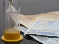 """Fondurile straine fac bancilor din Grecia oferte """"umilitoare"""", similare celor din Romania, pentru creditele neperformante"""