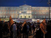 Sistemul bugetar din Grecia, restructurat din nou: 15.000 de eleni isi vor pierde slujbele. Manifestatii in Atena