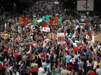 Mii de bulgari continua protestele la Sofia, cerand demisia premierului Plamen Oresarski