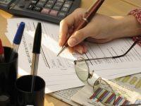 Bugetarii din institutiile cu angajati putini sunt trimisi din nou in concediu fara plata, pentru reducerea costurilor cu 15%