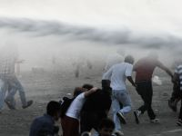Politia a folosit tunuri cu apa impotriva manifestantilor adunati in piata Taksim, din Istanbul