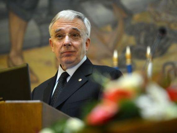 Isarescu:  Ne aflam la sfarsitul unui ciclu, nu prea stiu ce urmeaza. Este necesar un bilant al crizei din 2008-2009