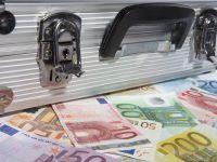 """Liber la """"contracte cu dedicatie"""". Limita pana la care se pot cheltui bani publici fara licitatie, majorata la 30.000 euro, pentru produse, si 100.000 euro, pentru lucrari"""