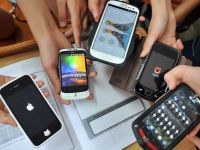 Studiu: Romanii prefera sa cumpere telefoane noi
