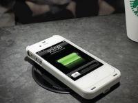 Ultima miscare pe care o face Starbucks: panouri de incarcare a telefoanelor, in cafenele