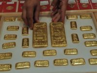 Pacaliti de propria slabiciune. Nici macar aurul nu mai poate salva India, tara dependenta de metalul pretios