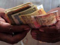 """""""Sarac"""" peste noapte. Cel mai bogat om din India pierde un sfert din avere, din cauza deprecierii rupiei"""