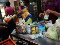 Efectele dramatice ale crizei. Alimentele expirate sunt pastrate in magazine, in Grecia, la preturi mai mici, pentru saraci