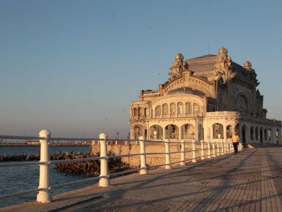 Cazinoul Constanta, in ruina dupa ce a fost pasat intre autoritati pentru restaurare