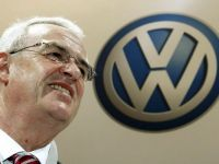 """Dupa nemti, apocalipsa. Recomandarea cinica a sefilor de la Volkswagen, care """"au"""" Golf si Passat"""